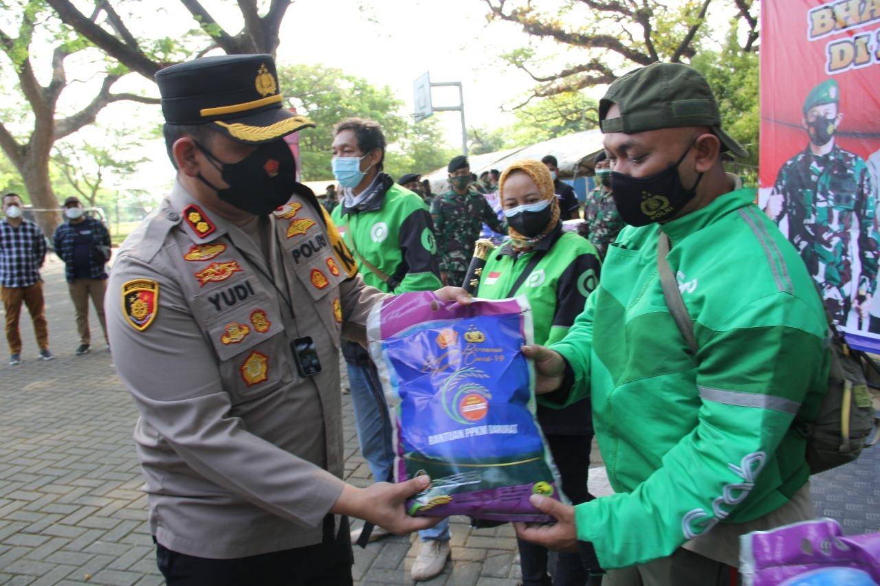 Polres Kediri Kota Distribusikan 1.25 Ton Beras Perkumpulan Pengemudi
