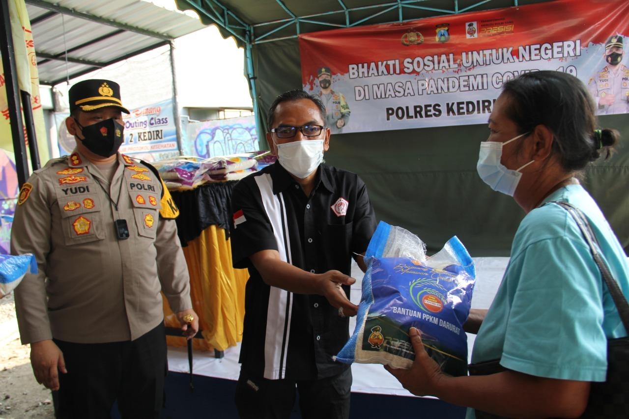 Polres Kediri Kota Distribusikan 100 Paket Beras Kepada LSM