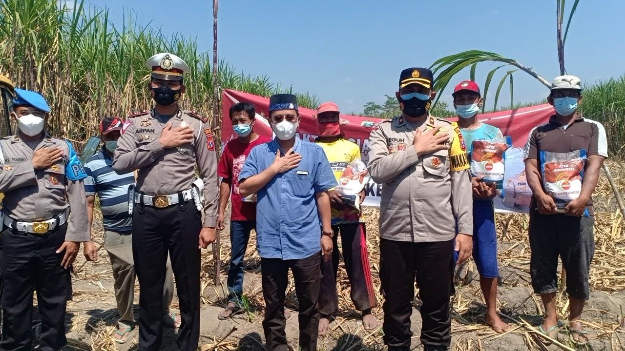 Polresta Kediri Distribusikan 50 Paket Sembako Ke Pekerja Angkut Tebu