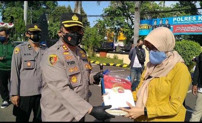 Kapolres Kediri Kota, Beri Bansos&Tingkatkan Silahturahmi DenganMedia