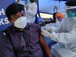 Ratusan Warga Ikuti Vaksinasi Massal di Gedangsewu Pare